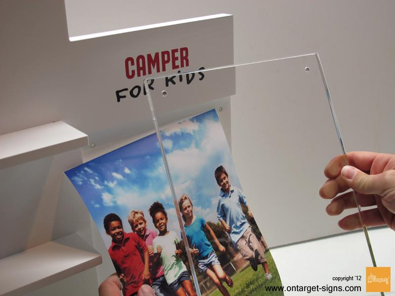 ontarget-blog-plv-madera-ejemplo-camper-display-cartela