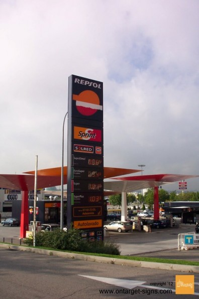on target-monolito-repsol-ingenieria-display-exterior-plv
