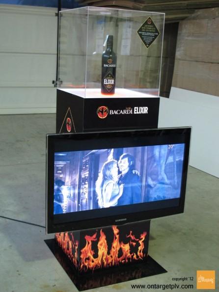 on target-vitrina-bacardi-elixir-totem-plv-pantalla-video